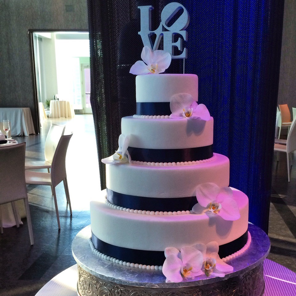 Philly LOVE Cake - Wedding Cake